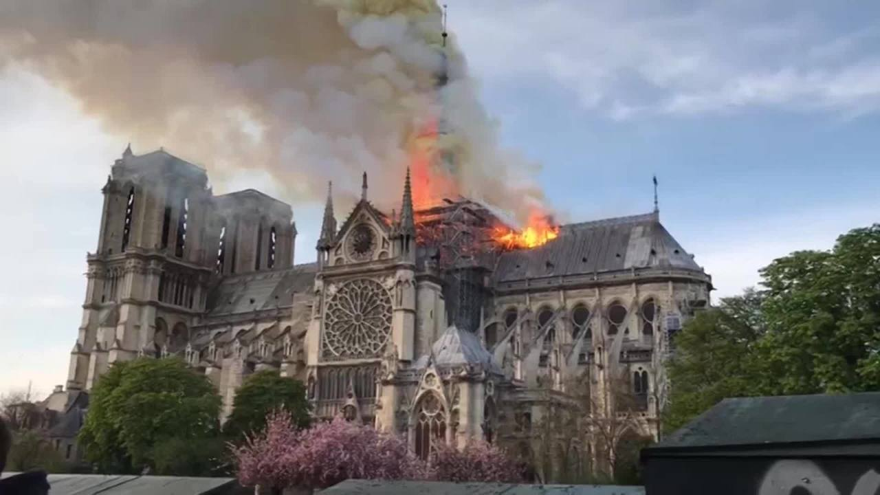 Catastrophic_fire_engulfs_Notre_Dame_Cat_0_82558328_ver1.0_1280_720